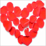 Сердечки на палочке и лепестки роз к 14 февраля